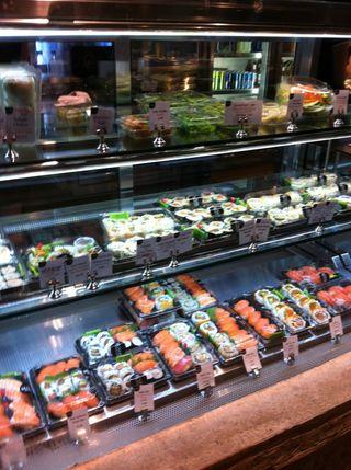 寿司が多い